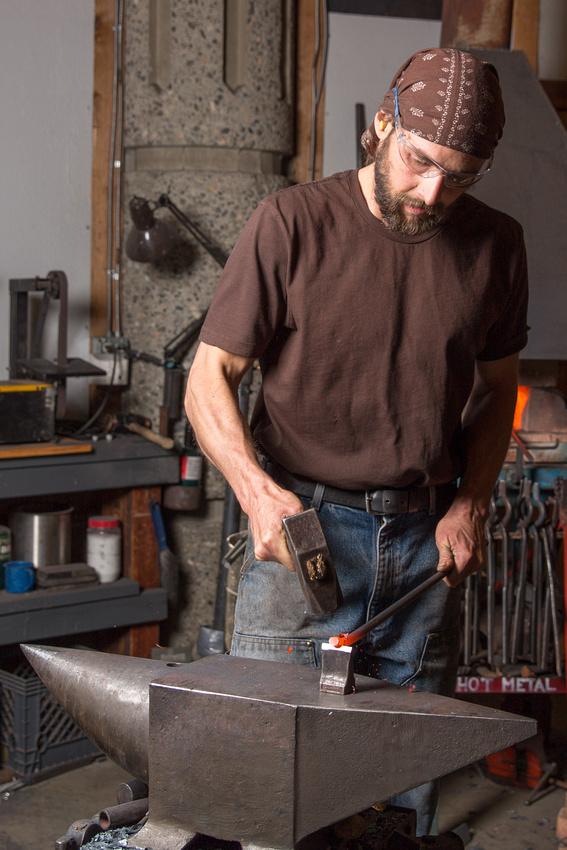 Dan Russell in Shop-3943